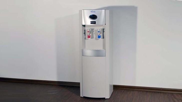 Výdejník vody: Kladivo na pitný režim