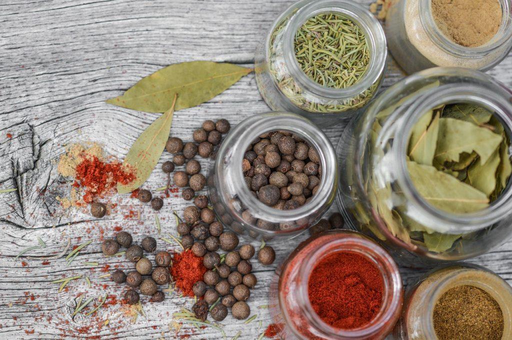 Sušené bylinky a koření