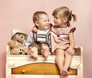 Děti na skříni