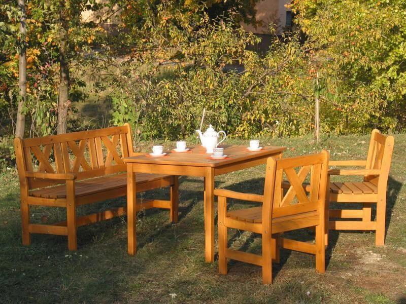 Klasický dřevěný nábytek je osvědčenou klasikou.