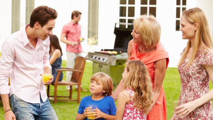 Před nepřízní počasí při zahradní oslavě vás ochrání párty stany!