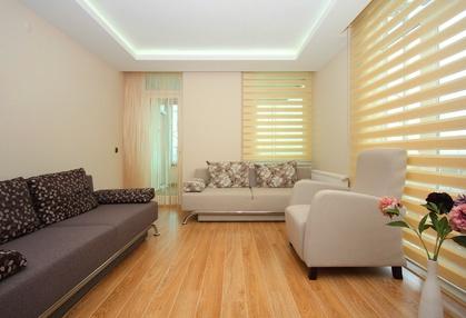 Obývací pokoj s roletami