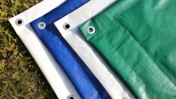 Zakrývací plachty a sítě: Praktický doplněk domů a zahrad