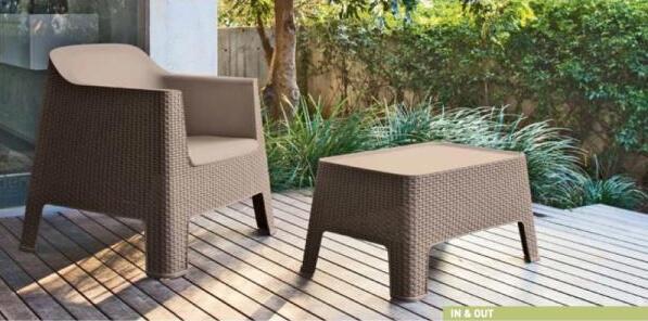 Kvalitní nábytek z tvrdého plastu v designu ratanu