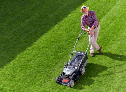 Jarní údržba trávníku