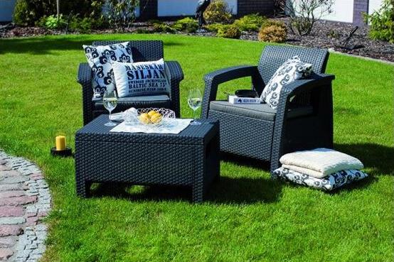 Umělý ratan je ukázkou luxusu v zahradě.