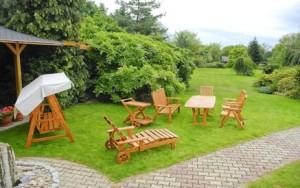 Zahradní nábytek dokáže podtrhnout krásu zahrady