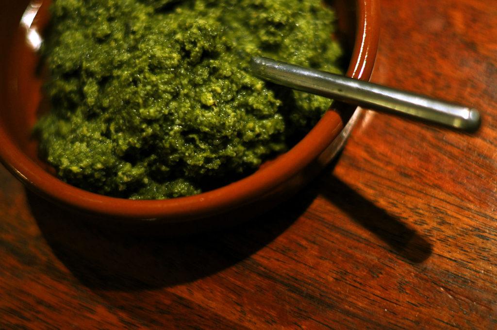 Pesto z libečku a dýňových semínek