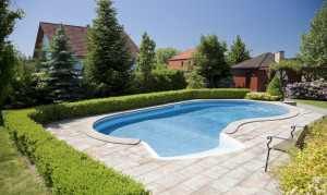 Zapuštěný bazén - ilustrační obrázek