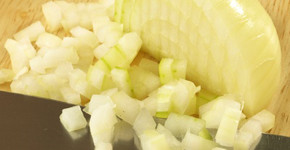 Cibule v kuchyni