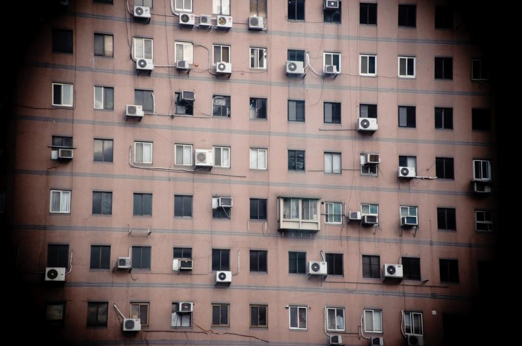 Výšková budova plná klimatizací
