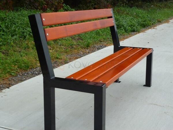 Kovová lavička