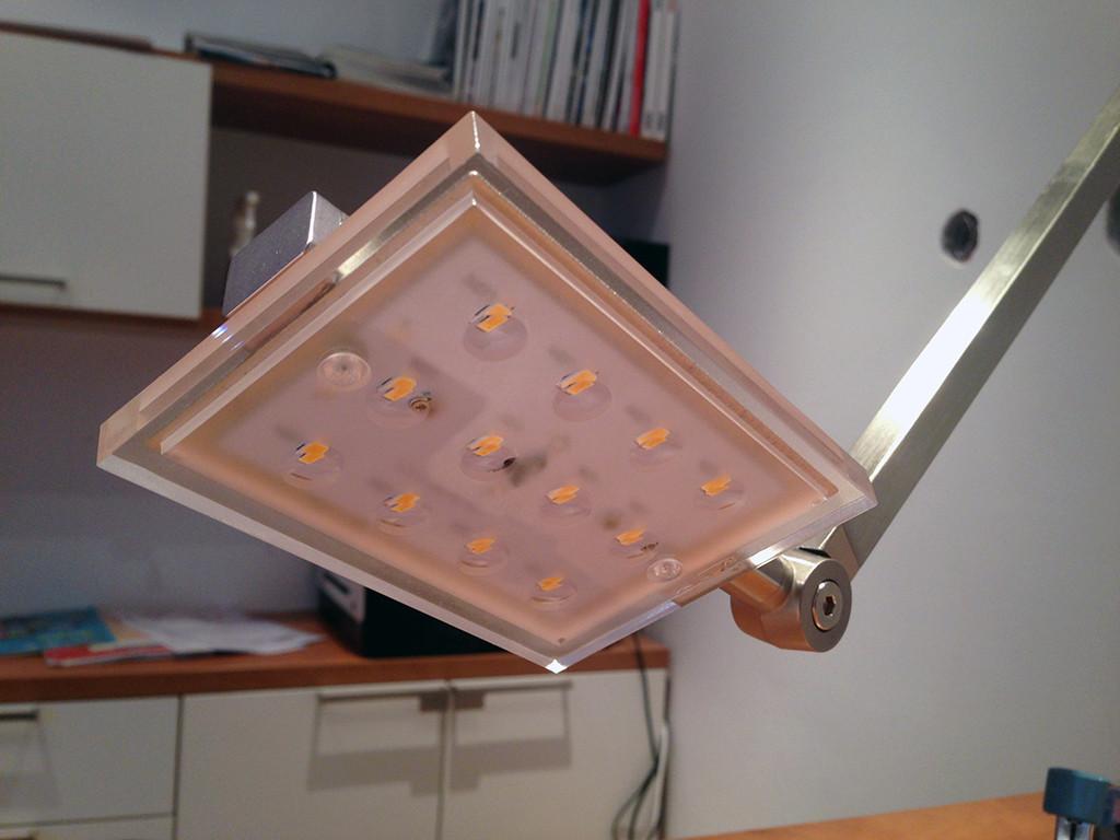 Stolní LED lampa