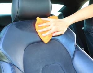 Čistění kožených autosedaček