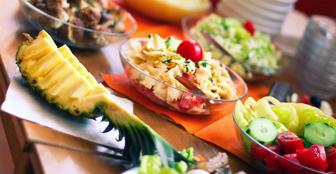 ovocné a zeleninové saláty