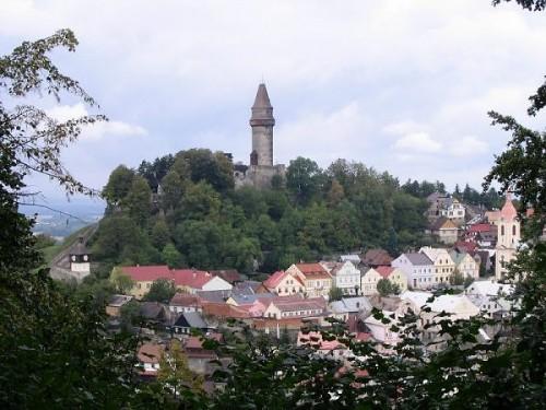 Městečko Štramberk - hrad v pozadí