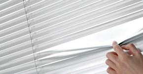 Stín za oknem: Rolety nebo okenice?